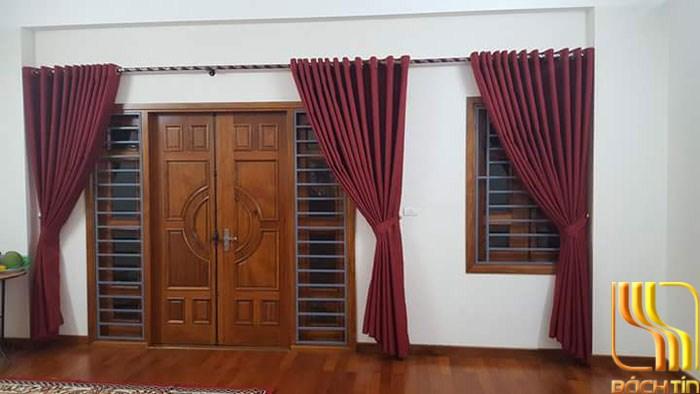 rèm màu đỏ đô trơn cho phòng ngủ tầng 2 tại Đà Nẵng