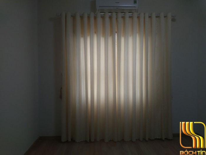 rèm vải bố màu trắng kem đẹp cho phòng khách ở Đà Nẵng