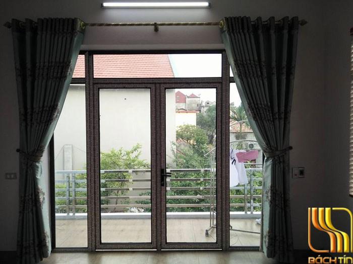 rèm cửa màu xanh cách nhiệt mùa hè nóng nực ở Đà Nẵng
