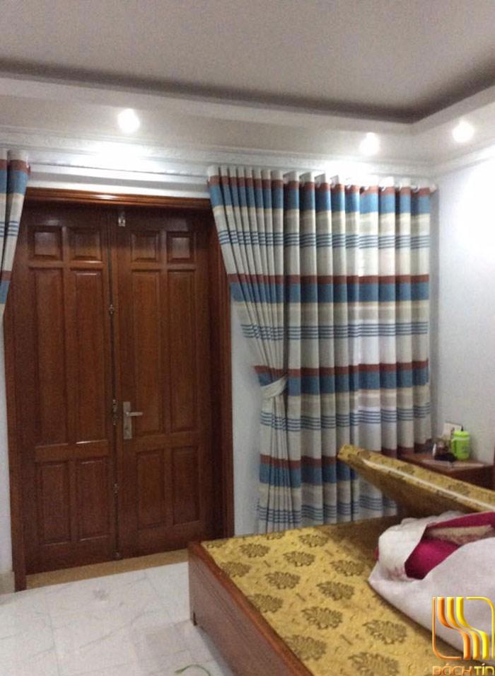 rèm vải bố sọc ngang bắt mắt cho phòng ngủ ở Đà Nẵng