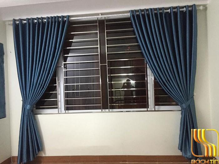 rèm vải bố dày xanh đậm chống nắng tốt cho nhà hướng tây ở Đà Nẵng