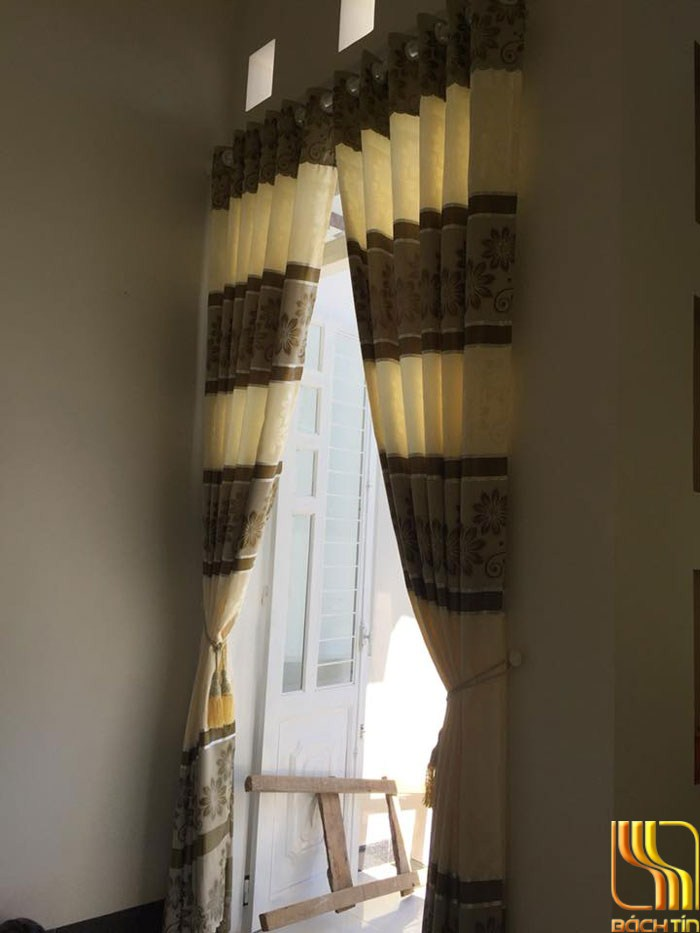 rèm cửa giá rẻ màu kem nhạt phòng khách ở Đà Nẵng