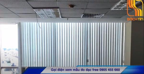 Rèm lá dọc lắp cửa sổ toà nhà pvcombank đường 30/4 Đà Nẵng của Bách Tín