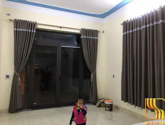 Màn cửa phòng khách chống nắng màu xám tại Đà Nẵng