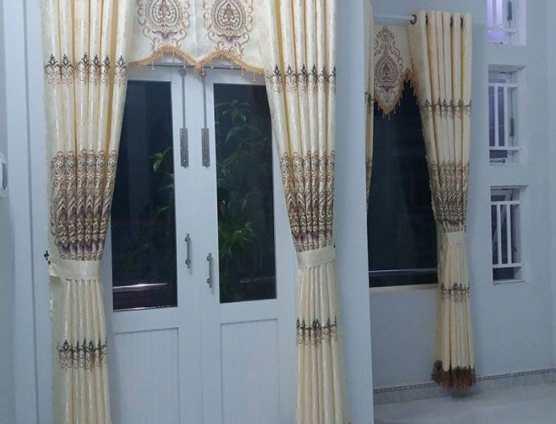 Màn cửa thêu cao cấp màu trắng kem tại Đà Nẵng