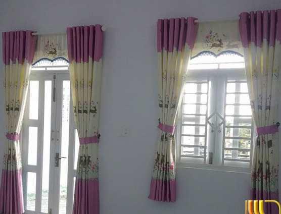 Rèm cửa sổ phòng khách màu kem hồng dễ thương tại Đà Nẵng