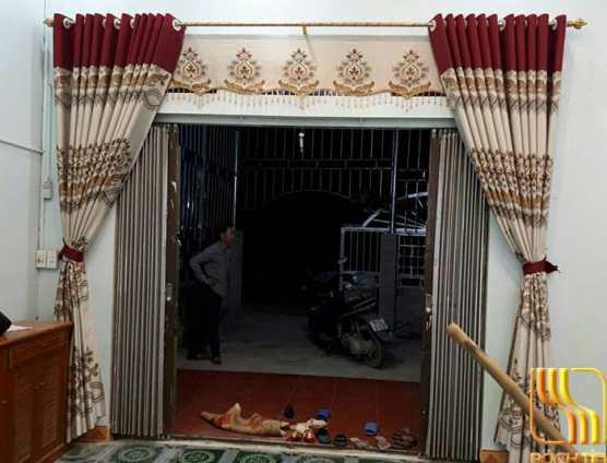 Rèm cửa phòng khách phối màu đỏ đô ở Đà Nẵng