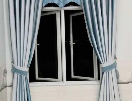 Rèm cửa sổ chống nắng màu xanh sọc kẻ đẹp tại Đà Nẵng